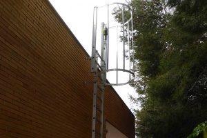 instalación de una escalera de acceso vertical fija