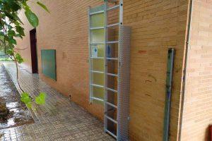 instalación de un sistema de seguridad para acceder a una cubierta