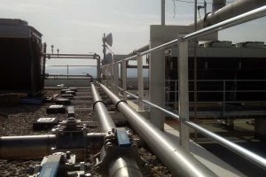 Instalación de barandillas de protección perimetral contrapesada