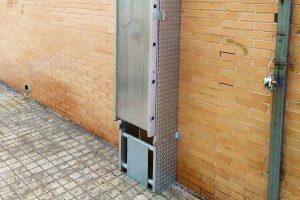 escalera vertical para acceder a la cubierta