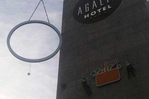 trabajo vertical en una fachada de Murcia con ayuda de una plataforma elevadora