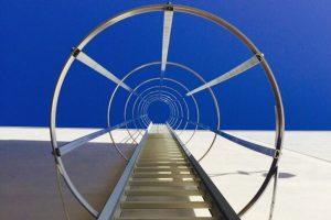 escalera de acceso vertical