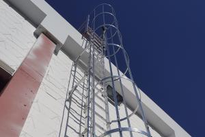 escalera-vertical-de-acceso
