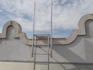 escalera vertical de acceso